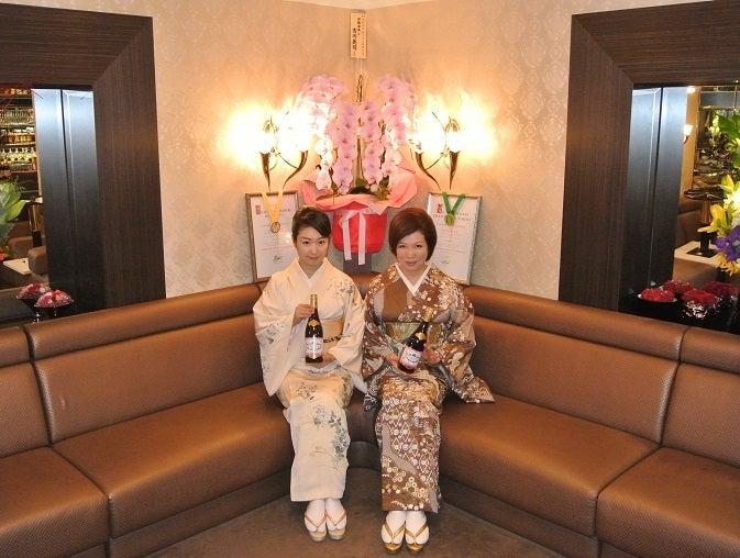 銀座クラブ由美 ボジョレー祭 由美ママ&葵