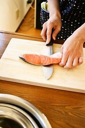柏オーガニック料理教室 鮭の下処理法