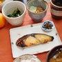 シンプル。焼き魚で朝…