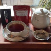 一杯のお茶を丁寧に入…