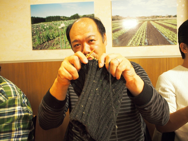 Man who knit  The Knit Guys