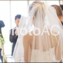 背中がキレイな花嫁さ…