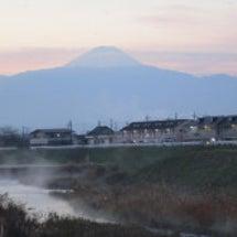 川霧と朝焼け