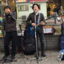 高円寺で路上ライブ