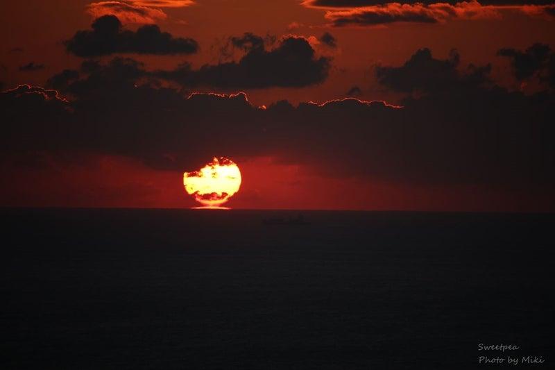 2017年元旦 初日の出 夜明け 太陽 朝日 水平線