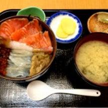 函館朝市で朝食☆彡