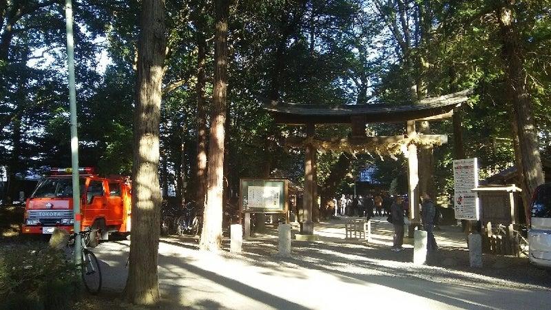 1208 中山神社消防車と鳥居