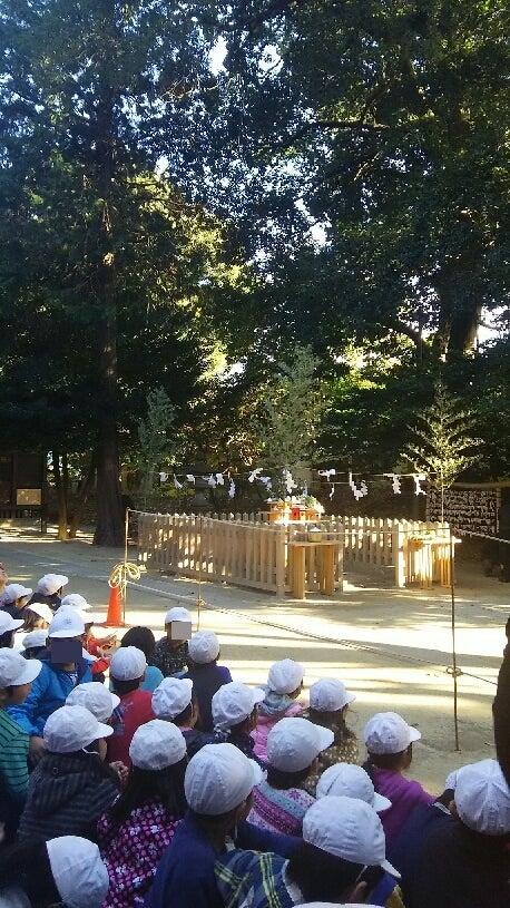 1208 中山神社子供達と祭壇