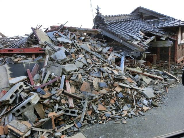 崩れた家屋