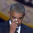 オバマ大統領、涙と感…