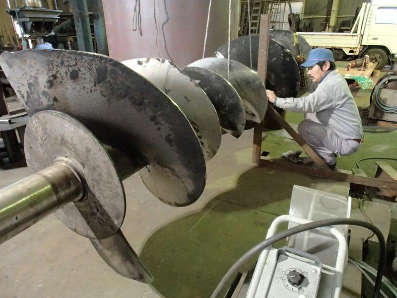 スクリューコンベアの羽根の修理(付け替え)