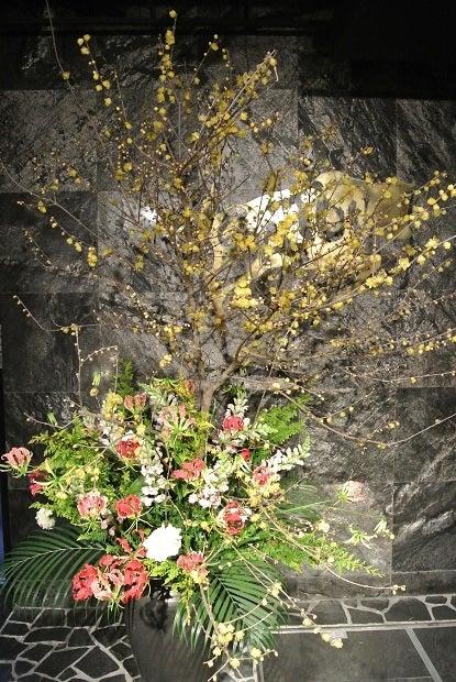 築地さとう 玄関花