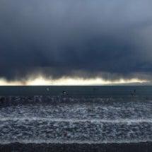 黒い雲の襲来