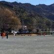 寒い中でのサッカー試…