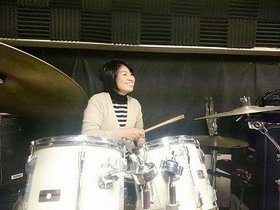 レナ楽しいドラムにここに