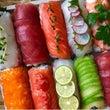 カラフルな寿司ロール