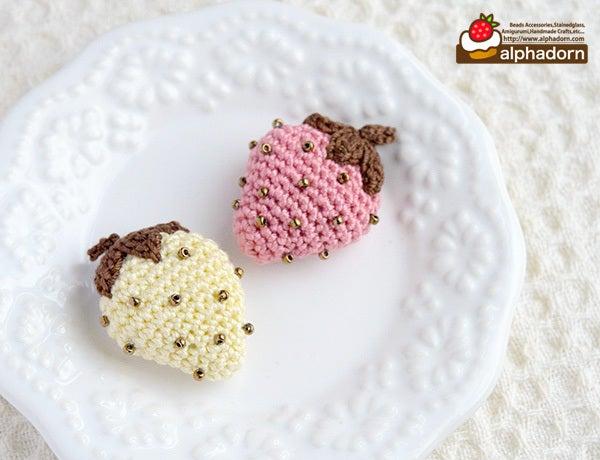 あみぐるみいちごのブローチ チョコレートver.
