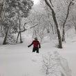 雪で遊んでます。