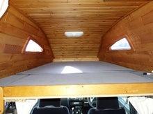 キャンピングカー ダットサン ハンター4X4 ベッド