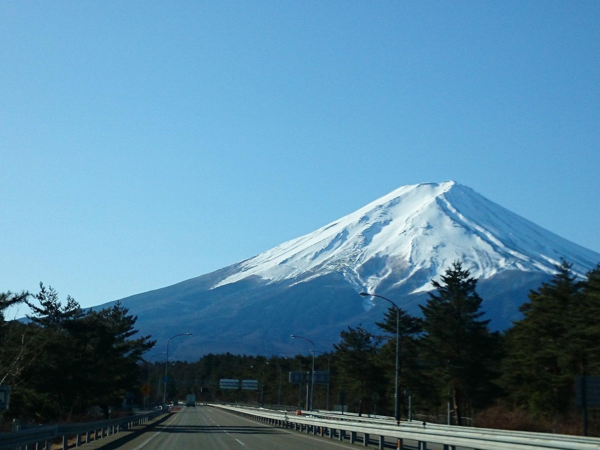 雪 の 富士山 へ go 富士山の基礎知識 - mlit.go.jp