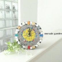 モザイクタイルの時計…