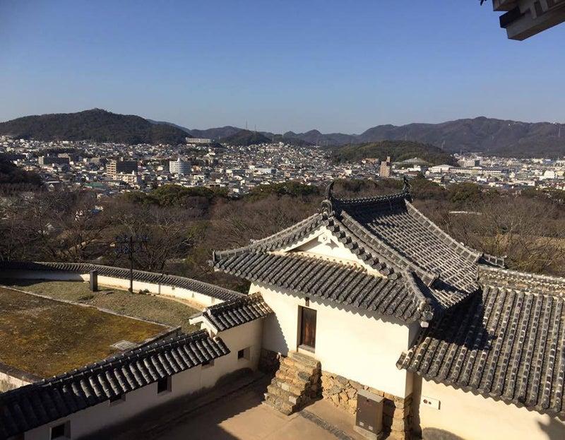 蔵と姫路の山並みの麓