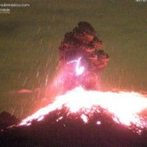 コリマ火山が爆発的噴…