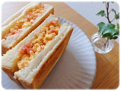 トマトとチーズの玉子トーストサンド