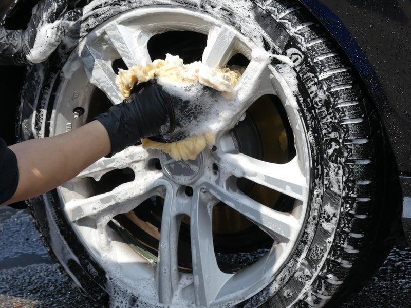 車のホイールもムートングローブならしっかり洗える