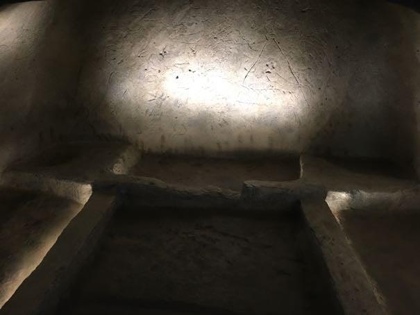 墳墓のレプリカ
