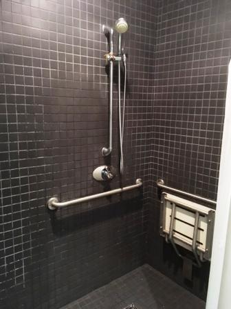 Shower room 1 アイ・カナダ留学サポート