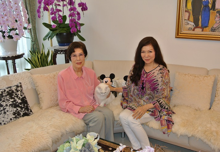 由美ママ自宅 徹子の部屋 撮影場面 由美ママ&母&パトラ