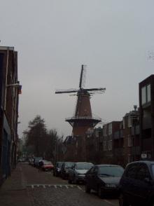 住宅街の風車