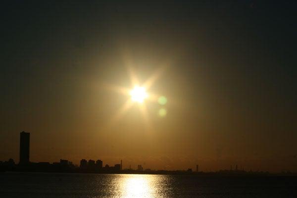 海の日の出