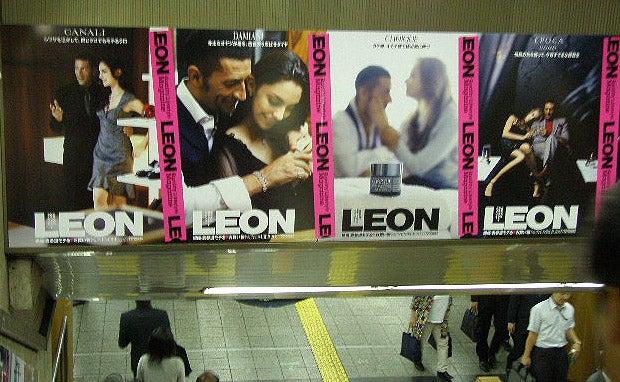 LEON 銀座駅 壁広告3