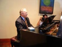 副大統領ピアノ演奏