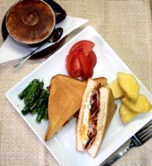 bacon_eggs_sandwiches