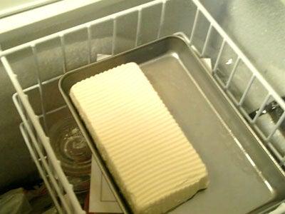豆腐を凍らせる