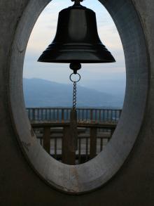 ときめきデッキの鐘