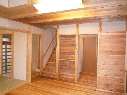 松島匠建の建てる木の家 「太田生品の家」Web日誌-階段上がる