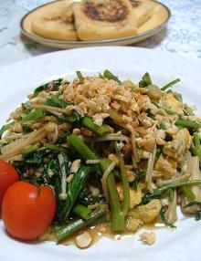 空芯菜とエノキと卵の炒め物