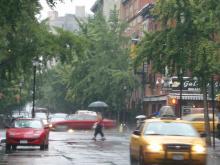 雨のホテル周り