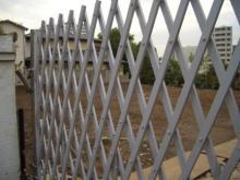 フェンスの中