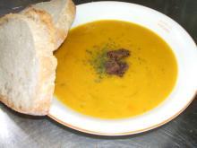 かぼちゃスープ完成パン付き