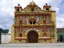 サン・アンドレス・シェクルの黄色い教会