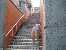 階段でJOJO立ち!