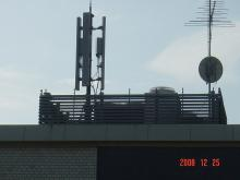 北鎌倉・鎌倉の携帯基地局乱立による複合電磁波汚染の改善を目指すブログ-近所の方の寝室からの写真