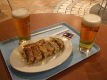 500円の餃子とビールのセットプラスビール