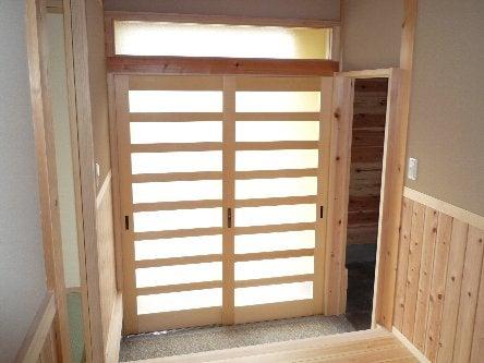 松島匠建の建てる木の家 「太田生品の家」Web日誌-玄関横格子戸