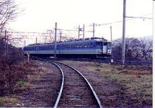 旧東塩尻信号所を行く169系